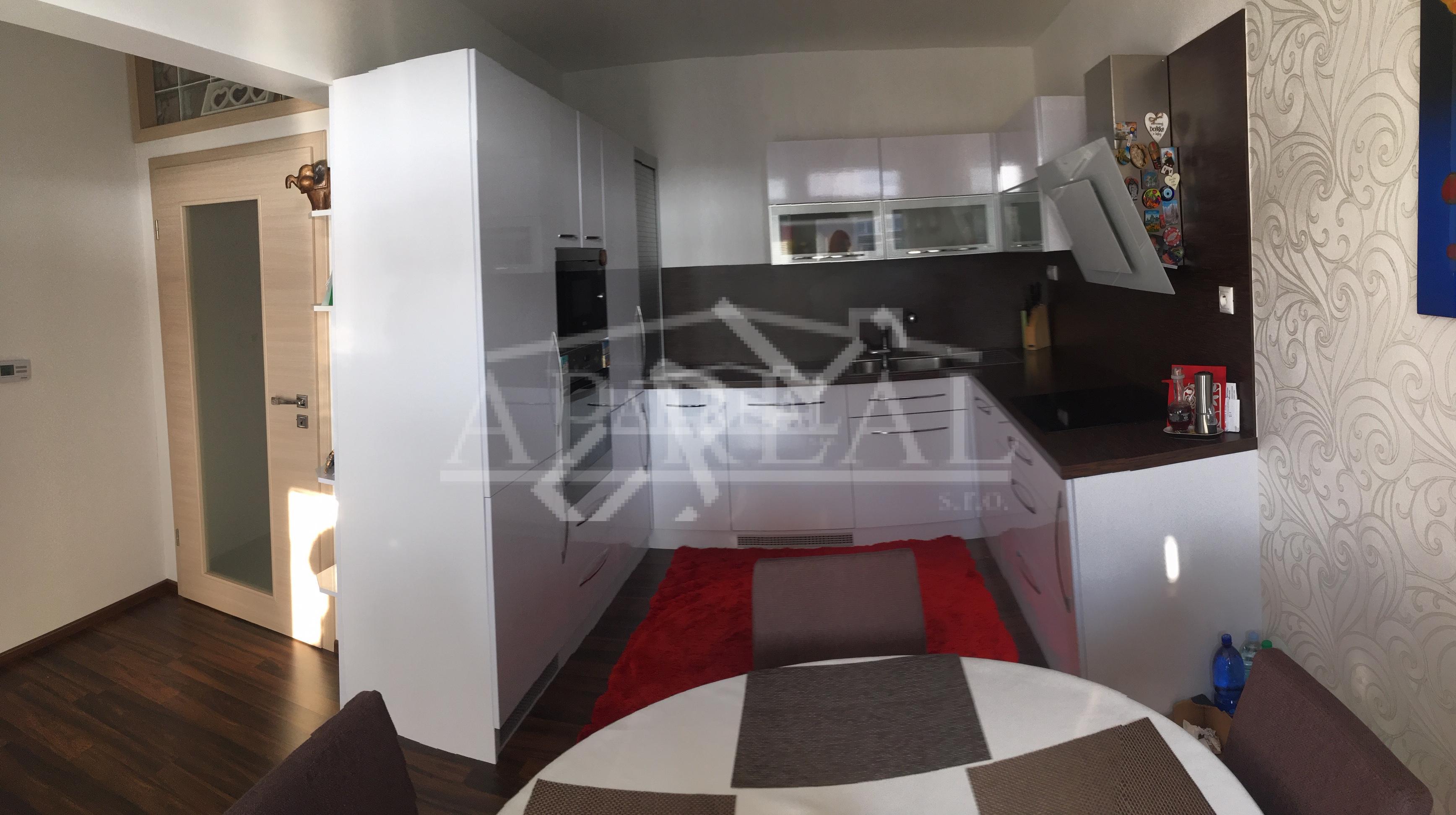Krásny veľký 4-izbový byt so zariadením 108 m2 s dvomi státiami v zelenej lokalite Lamača
