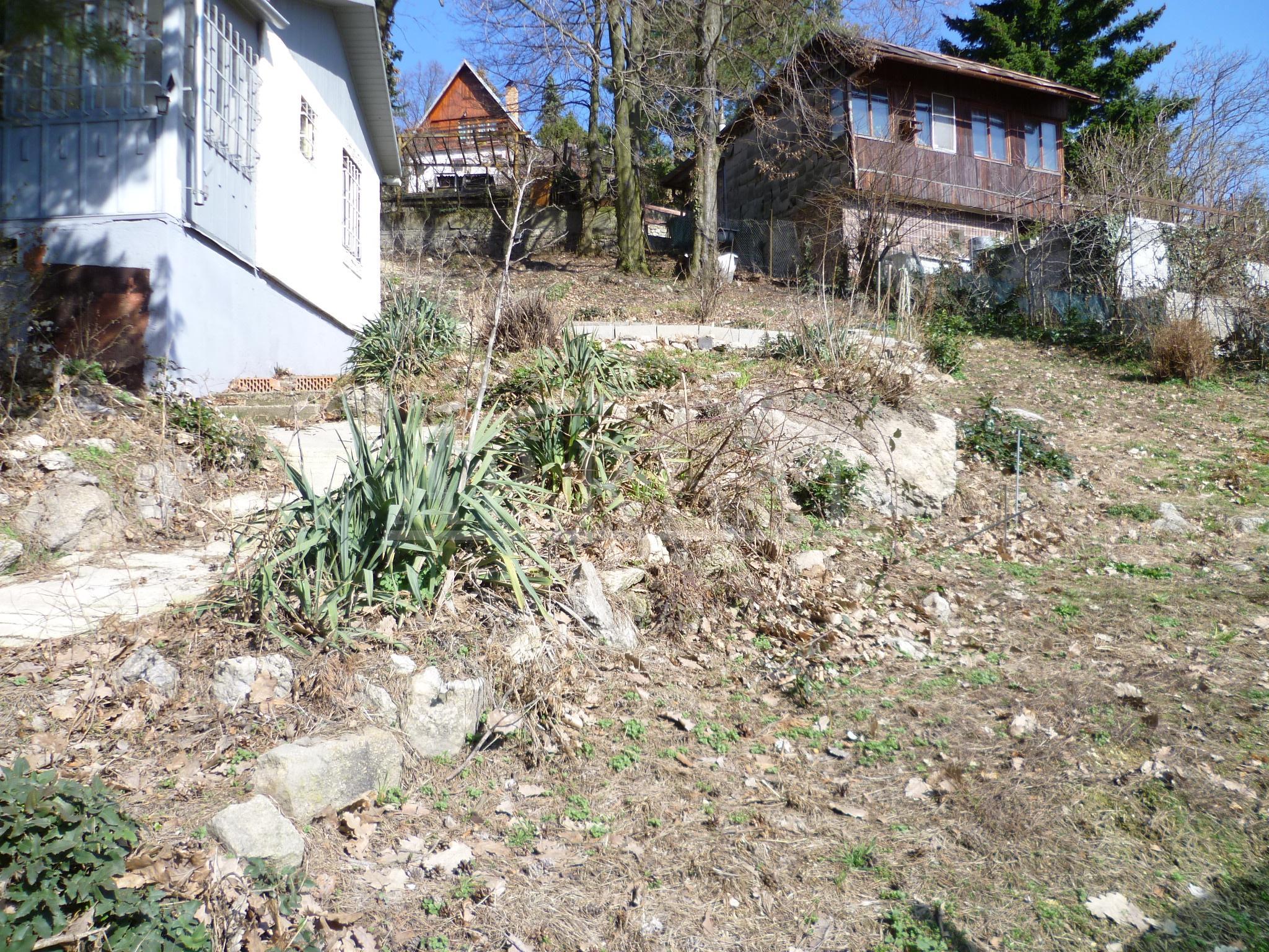 Krásny stavebný pozemok pre rodinný dom Bratislava-Vinohrady, Sliačska ul.