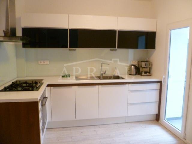 nájom 3i zrekonštruovaný, zariadený byt, Svätoplukova ul. Bratislava-Nivy