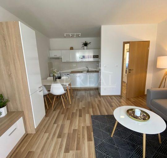 2-i kompletne zariadený byt s predzáhradkou 20m2, NOVOSTAVBA s 2 park.státiami  v cene, Veľký Grob